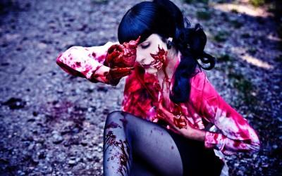 Zombie mit Herz in der Hand