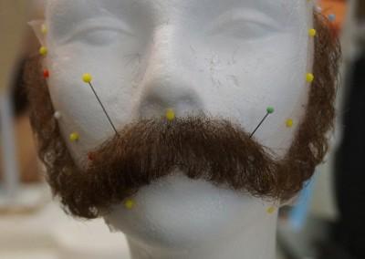 Handgeknüpfter Bart und Kotletten