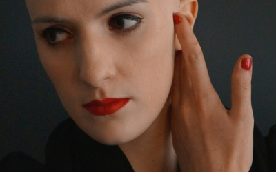 Künstliche Glatze mit einem korrektiven Tages Make Up