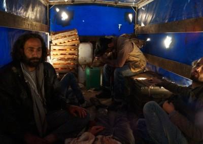"""Flüchtlinge und Schleuser  im Transporter bei """"Escaping Damascus"""""""