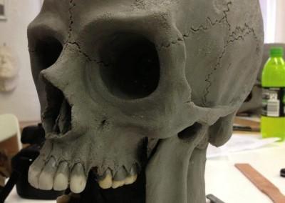 Totenkopf fast fertig modelliert, linke Seite