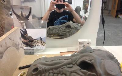 Freie Modellation eines Drachenschädels, während der Arbeit