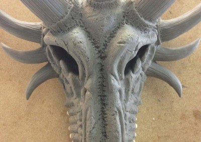 Freie Modellation eines Drachenschädels von vorne